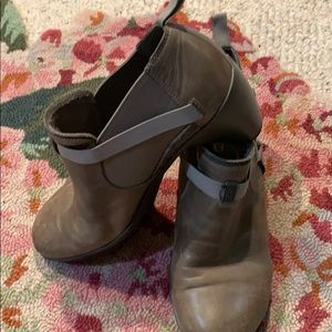 Merrell slip on shoe boots size 8